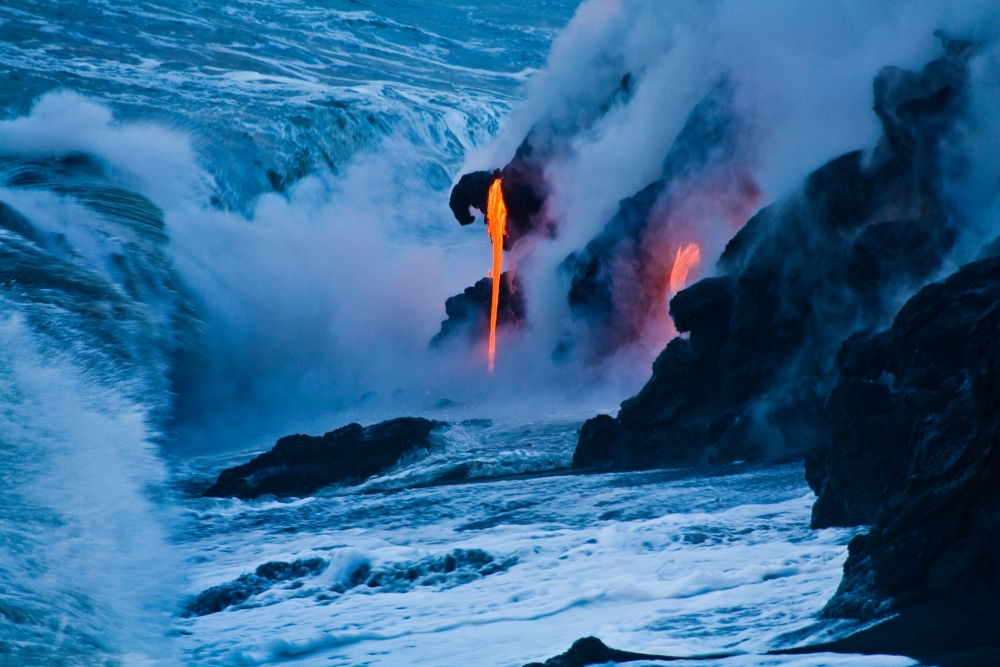 Lava sul mare  copyright Hawaii Tourism Authority